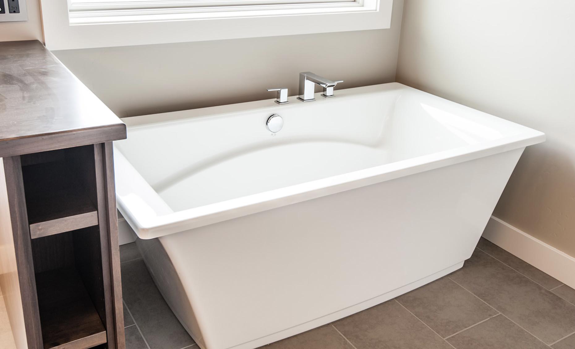 The Corrente Bello House Master Bathroom Bath Tub