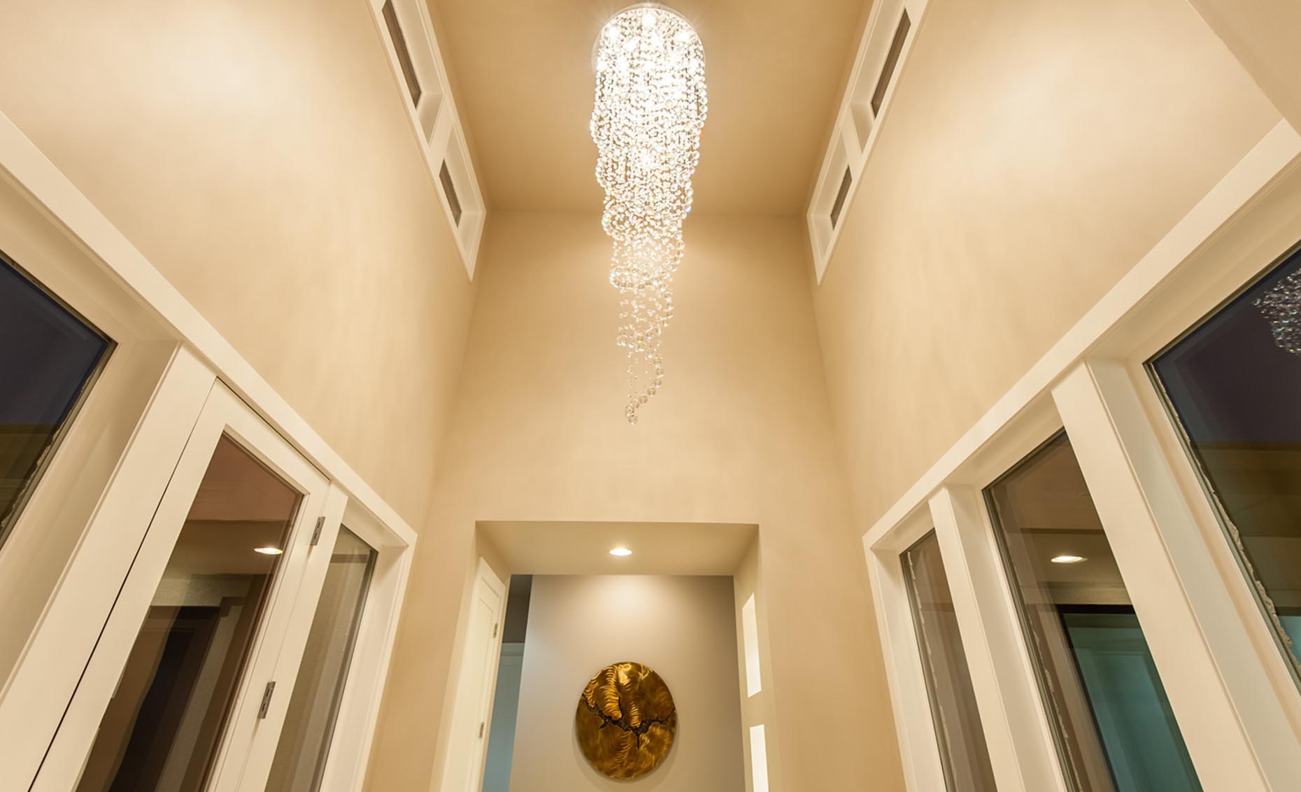 The Rivermont Eagle House Entryway Chandelier